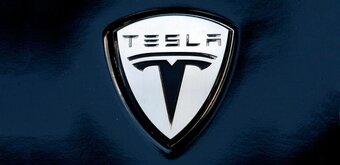 Tesla enchaîne les mauvaises nouvelles: incendies, accidents, départs...