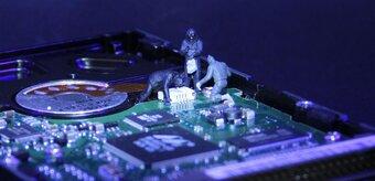 L'exportation de systèmes de cybersurveillance européens explose de  570 % en 3 ans