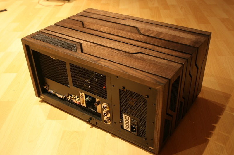 Un superbe boîtier « HTPC » en bois entièrement fabriqué à la  ~ Boitier Pc En Bois