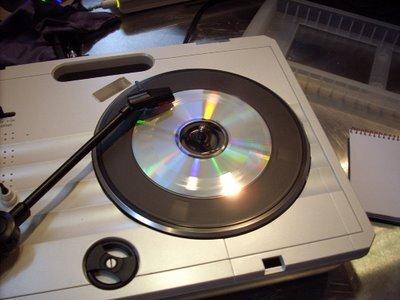 recycler ses vieux cd sur une platine vinyle. Black Bedroom Furniture Sets. Home Design Ideas
