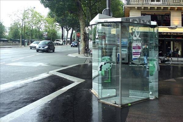 Cabine telephonique Paris - Rüdiger Wölk - CC 2.5
