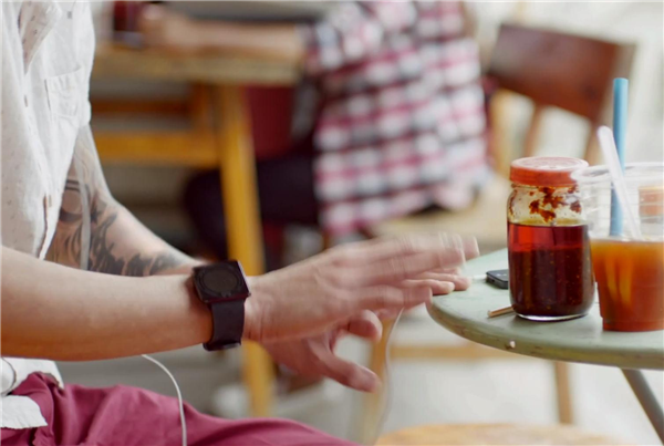 Apple iWatch montre publicité