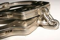 police arrestation menottes libre