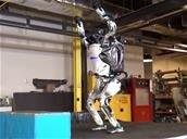 Le robot Atlas de Boston Dynamics fait des saltos arrière
