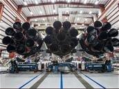 La fusée Falcon Heavy de SpaceX se dévoile en photos, à Cap Canaveral