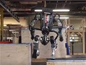 Boston Dynamics : le robot Atlas fait du « parkour »
