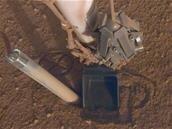 InSight : sur Mars, la « taupe » est à moitié ressortie de son trou au lieu de creuser