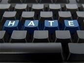 Facebook et Instagram renforcent (encore) leur lutte contre les contenus haineux