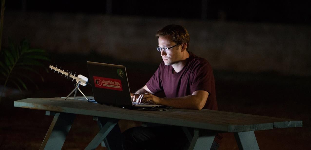 Les États-Unis réclament les recettes de Mémoires Vives (« Permanent Records ») d'Edward Snowden
