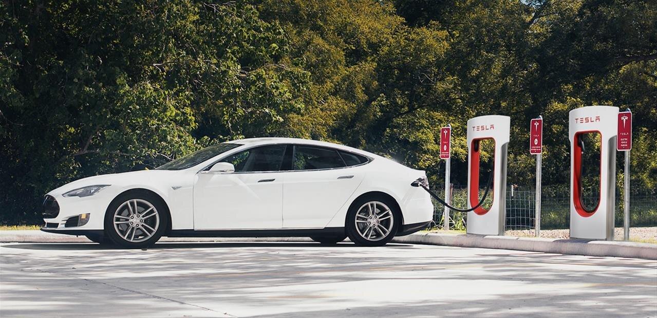 Tesla : le plein de nouveautés avec le firmware 9.0, Navigate on Autopilot en embuscade
