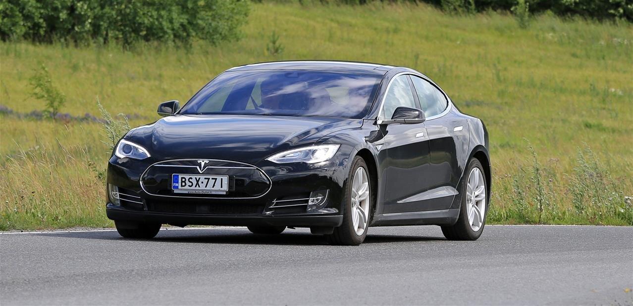 Tesla : des pirates peuvent voler une voiture en quelques secondes en clonant les clés