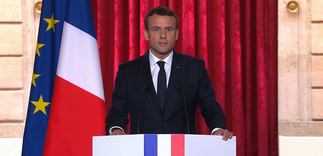 Emmanuel Macron « ne veu[t] plus de l'anonymat sur Internet »