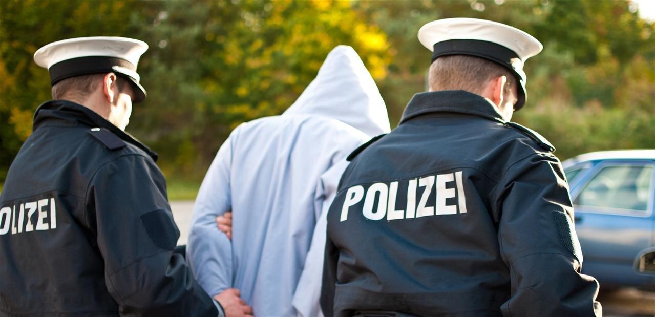 Allemagne : un jeune de 20 ans arrêté pour la publication des données personnelles d'un millier de personnalités