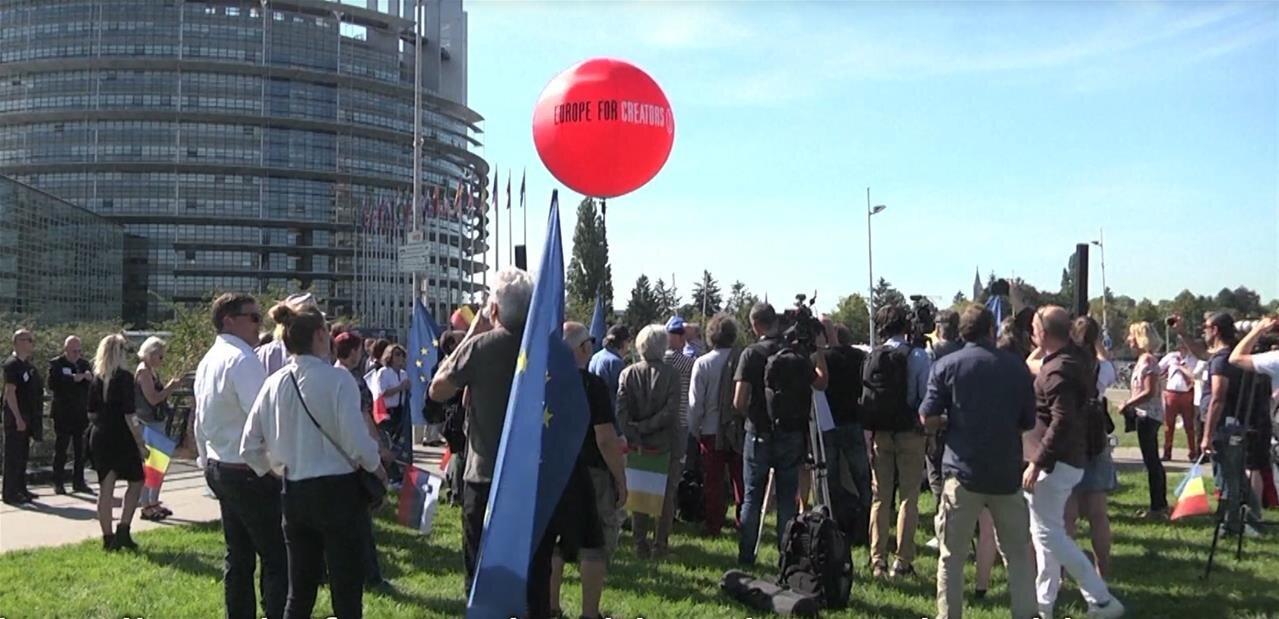 Directive Droit d'auteur: l'eurodéputée Julia Reda accuse l'AFP de conflit d'intérêts