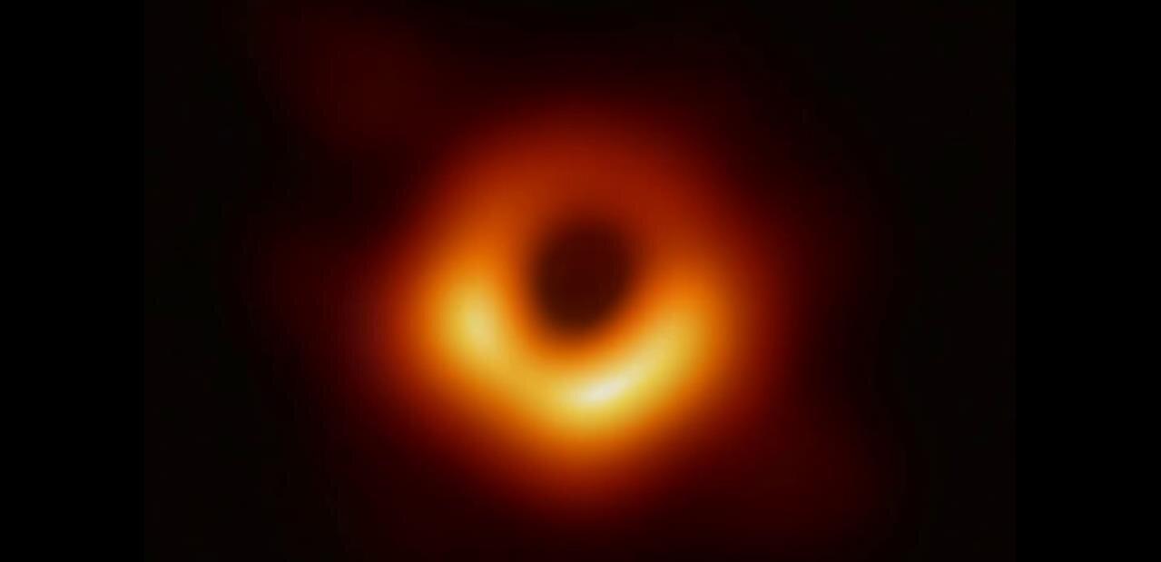 Il y a deux ans, huit télescopes ont capturé la première photo d'un trou noir
