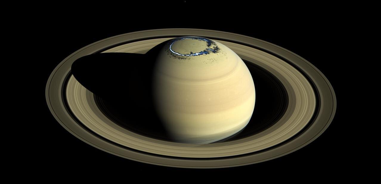 Cassini : une photo posthume de Saturne, ses anneaux et aurores