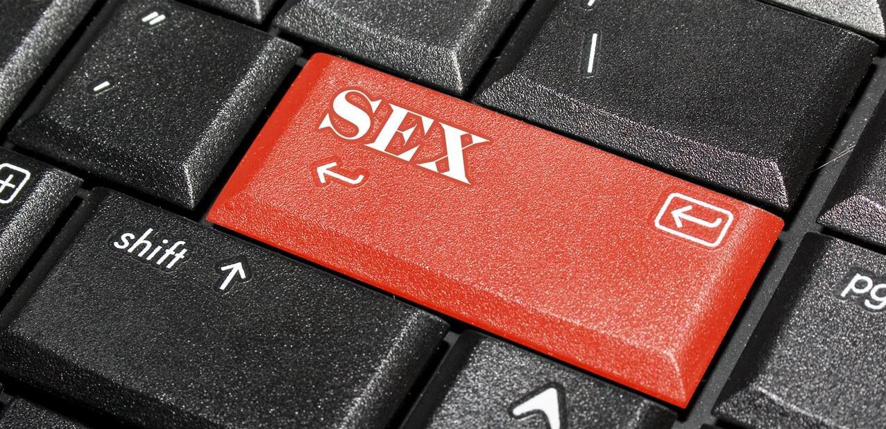 Le Royaume-Uni repousse de six mois la vérification d'âge à l'entrée des sites pornos