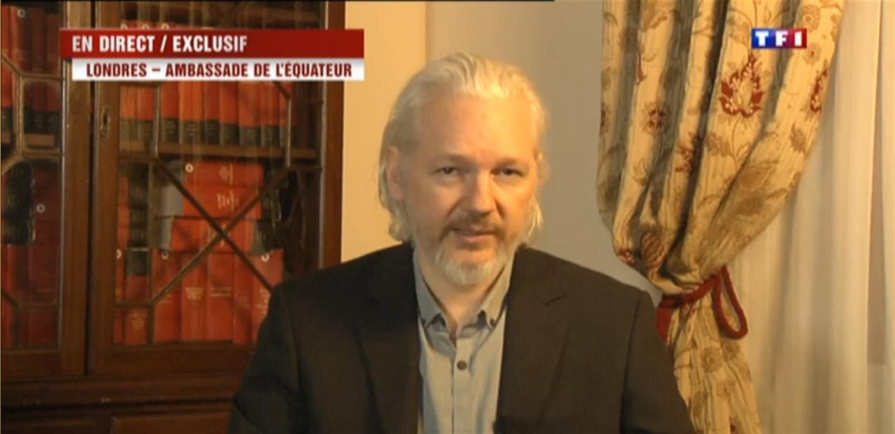 Julian  Assange arrêté par la police britannique dans l'ambassade d'Équateur